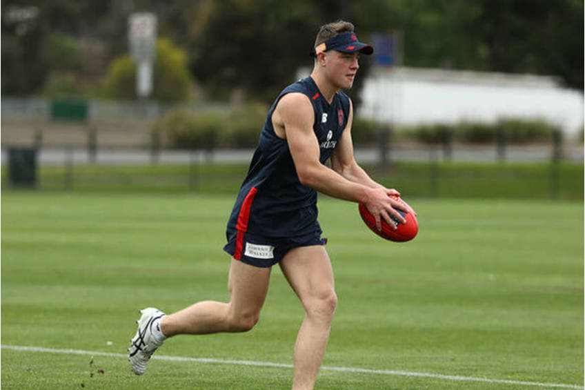 Aussie Rules Tom Sparrow EXPERIENCE0