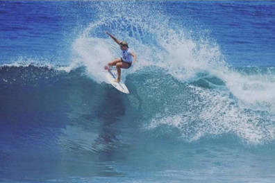 Pro Surfing lessons with Zoe Clarke