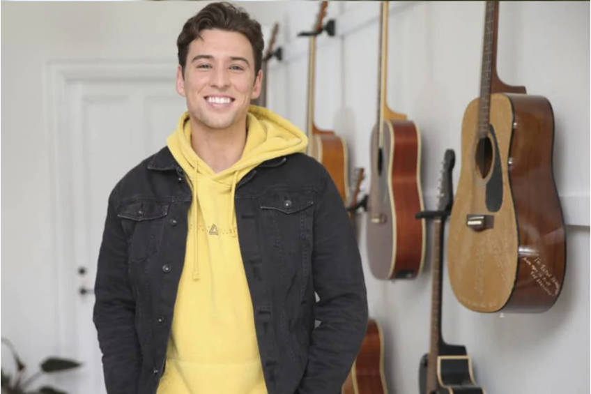 A Private Performance with Taylor Henderson0